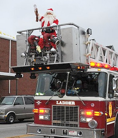 Santa firetruck crop goal 4 west indianapolis west for Christmas tree lighting indianapolis 2015